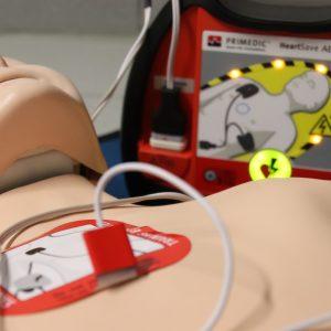 Le défribillateur, utile à la réanimation en cas d'arrêt cardiaque